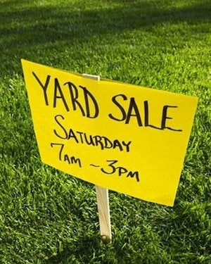 How to Have a Yard Sale - Sign