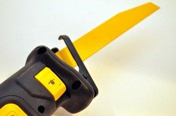 De Walt 12 V Pivot Reciprocating Saw Blade Detail Opc Pic3 1