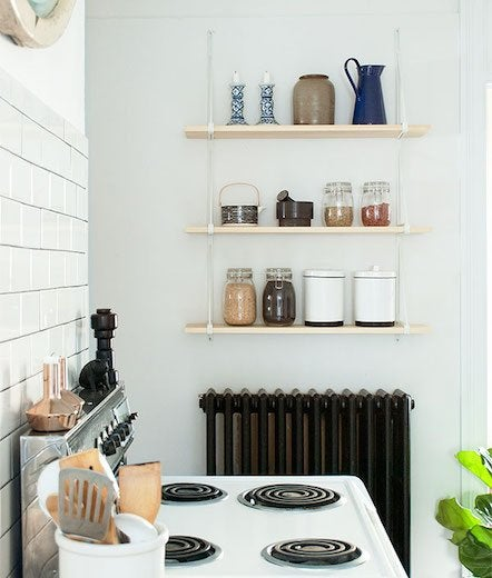 Vertical shelving kitchen