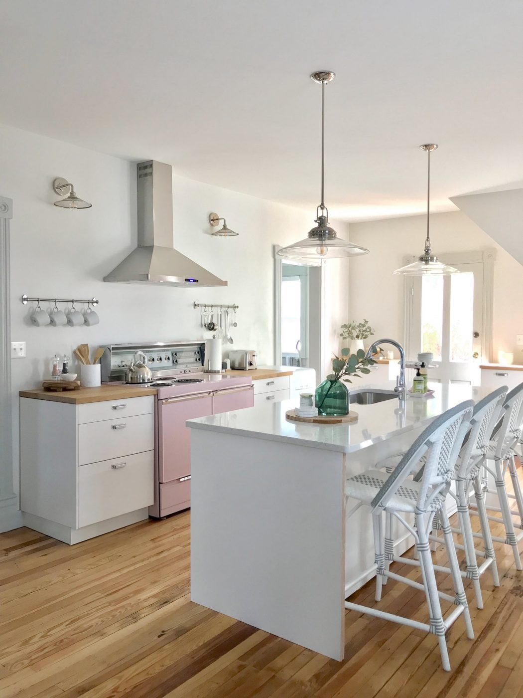 Beach house dec kitchen pink stove angle