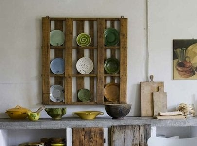 Shipping Pallet DIY Projects - Plate Rack