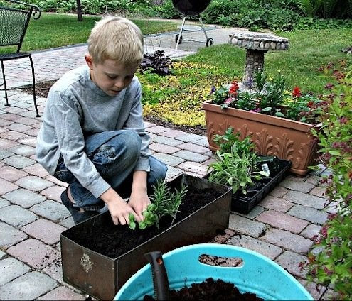 DetroitMommies-Kids-in-the-garden