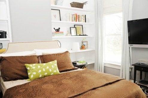 HouseofEarnest-Handmade-Nailhead-Upholstered-Headboard
