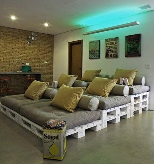 cdn-designrulz-home-cinema-recycled-pallet-seating