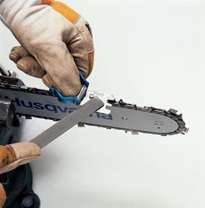How to Maintain a Chainsaw - Sharpening