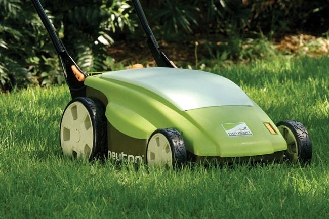 Choosing an Electric Lawn Mower - Neuton CE6