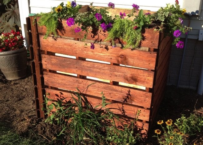 How To: Build a Pallet Compost Bin