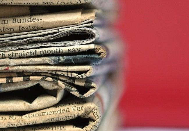 How to Make Newspaper Logs