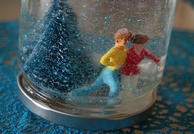 Holiday Crafts for Kids - DIY Snow Globe