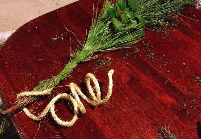 How to Make Fresh Garland - Finishing