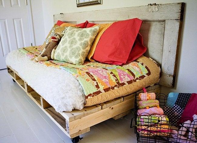 DIY Pallet Bed - Finished