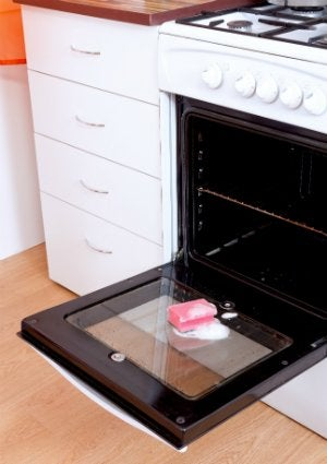 How to Clean an Oven Door