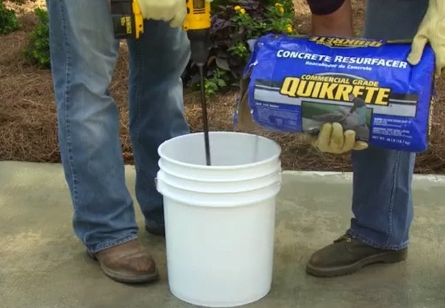 How to Resurface a Concrete Driveway - Mixing 5g Bucket
