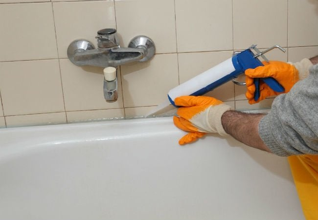 How to Caulk a Shower - Tub