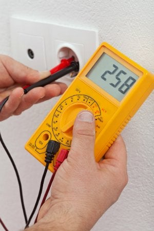 How to Use a Multimeter - Check an Outlet
