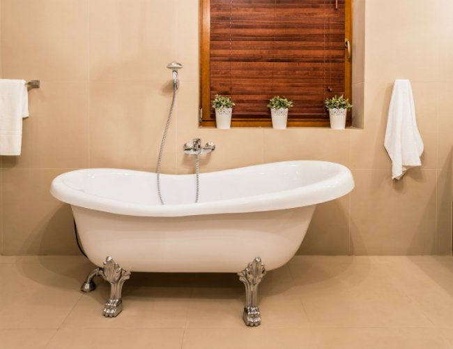 How To Paint A Bath Tub   White Clawfoot Tub