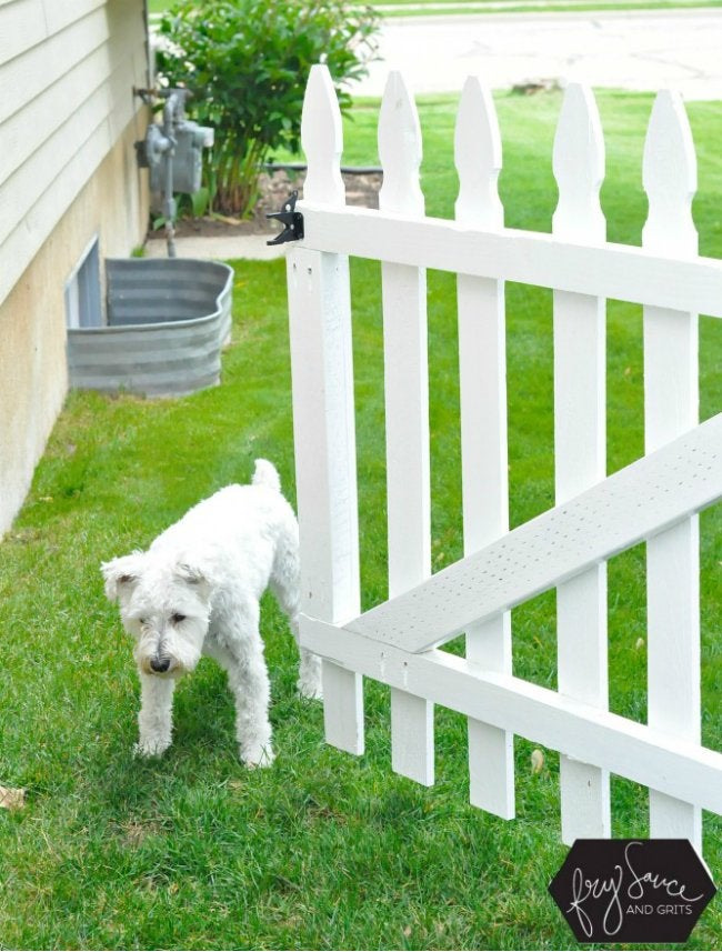 DIY Fence Gate - White Picket Fence Gate