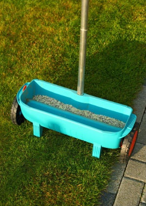 When to Fertilize Lawn - Spreader Detail
