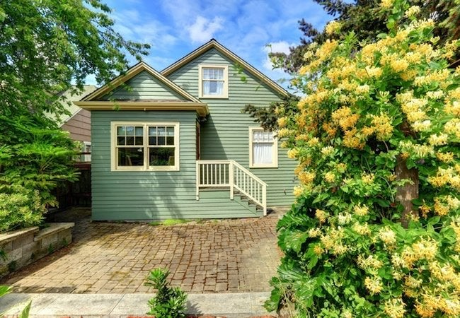 https://www.bobvila.com/articles/how-to-clean-exterior-siding/?bvsp=sears#.WQN0-torLIU