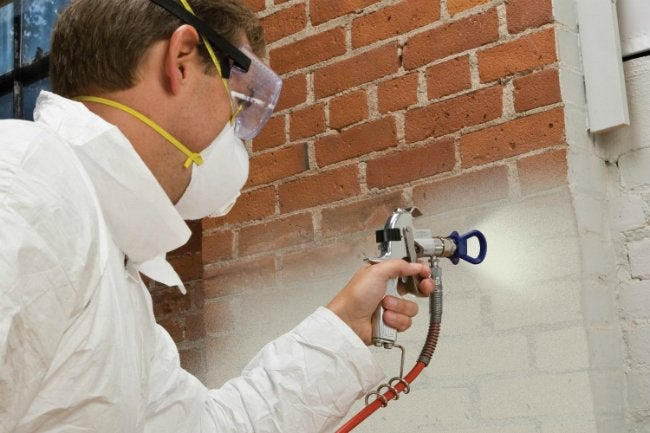 HYDE Airless Spray System with RVT Technology - Painting Brick