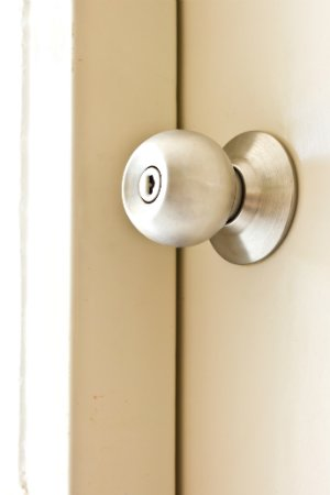 How to Remove a Doorknob