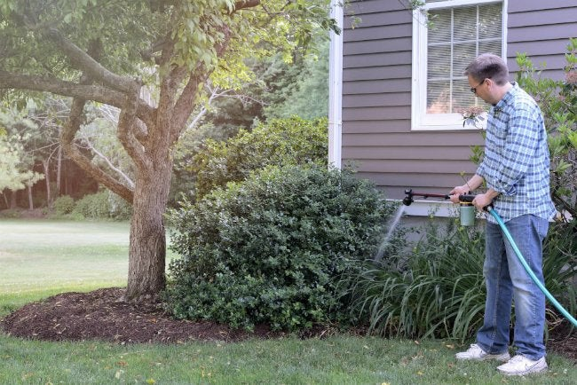 Hyde PivotPro Lawn and Garden Wand - Watering and Fertilizing Around House