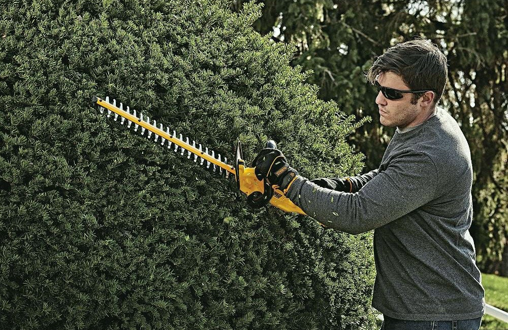 Best Hedge Trimmer: DeWalt