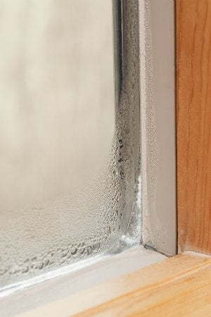 stop condensation in bathroom