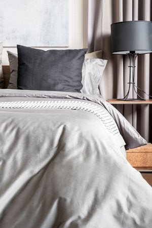 how to wash a comforter bob vila. Black Bedroom Furniture Sets. Home Design Ideas