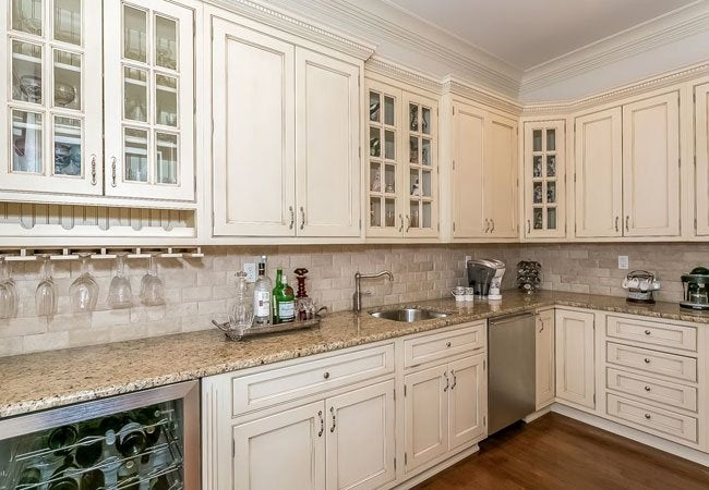 How to glaze kitchen cabinets bob vila how to glaze kitchen cabinets solutioingenieria Images