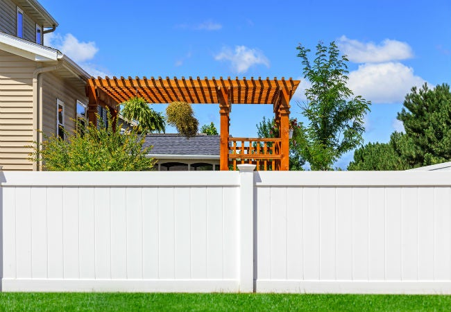 Wood vs Vinyl Fence: Which to Choose for Your Yard