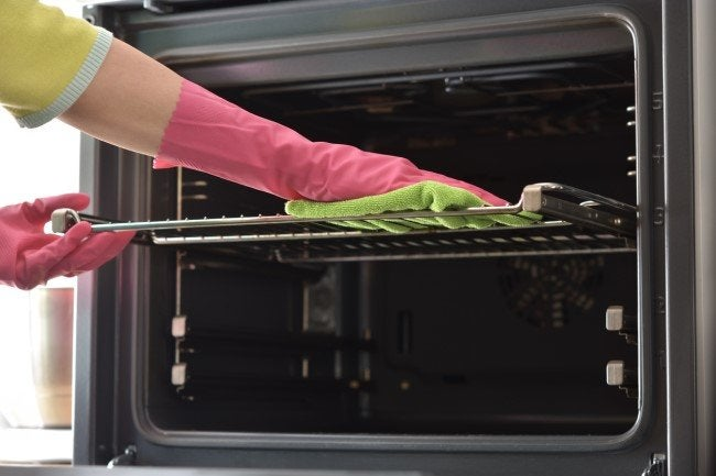 The Dos and Don'ts of Cleaning an Oven