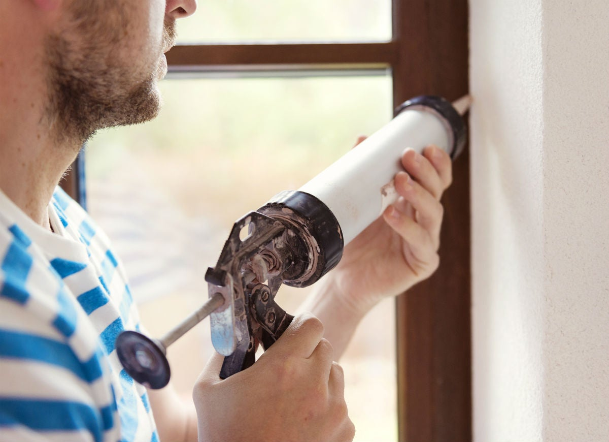 10 Top Tips for Caulking Windows