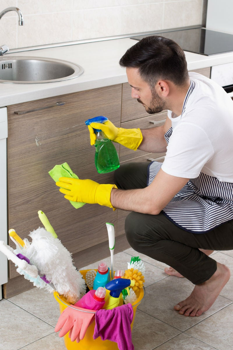 9 Tips for Cleaning Kitchen Cabinets