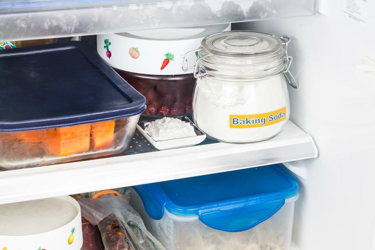 Deodorize with Baking Soda in a Fridge