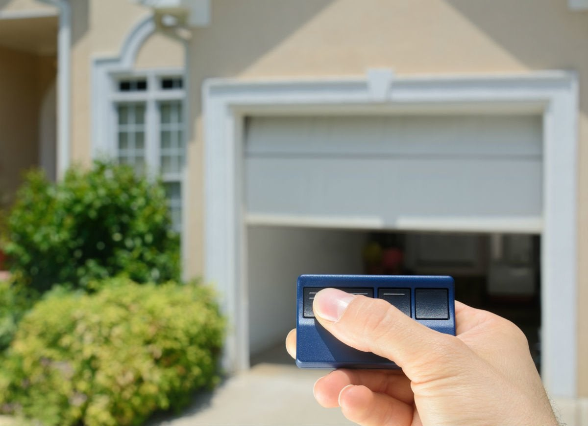 Garage Door Troubleshooting Tips for the Remote Control