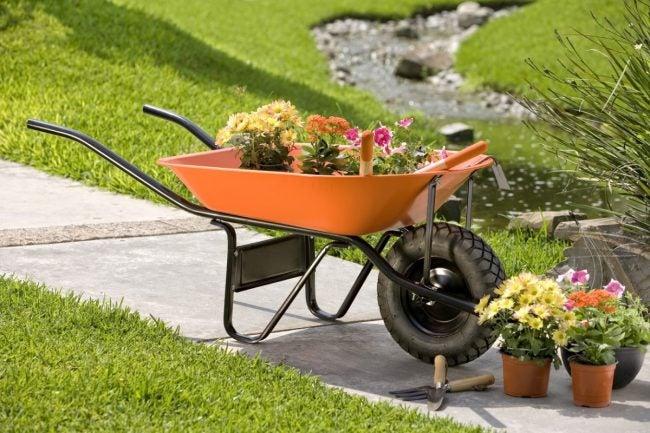 The Best Wheelbarrow, According to DIYers
