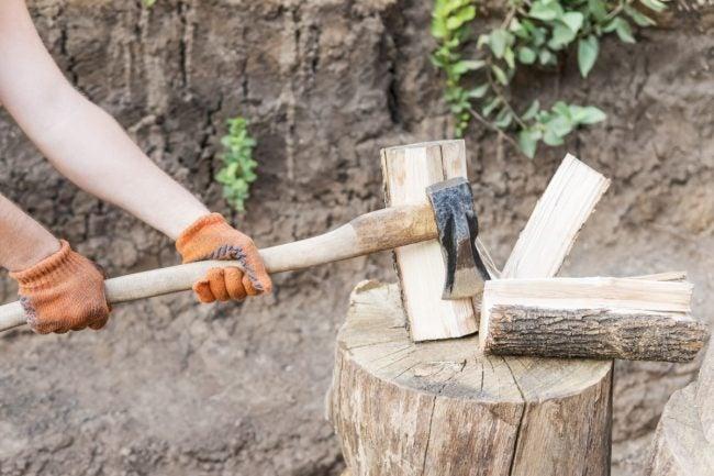 Choosing the Best Axe for Splitting Wood