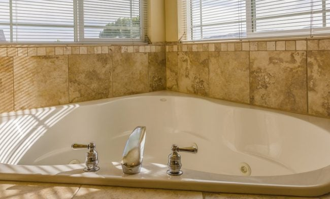 The Average Bathtub Size for a Corner Tub