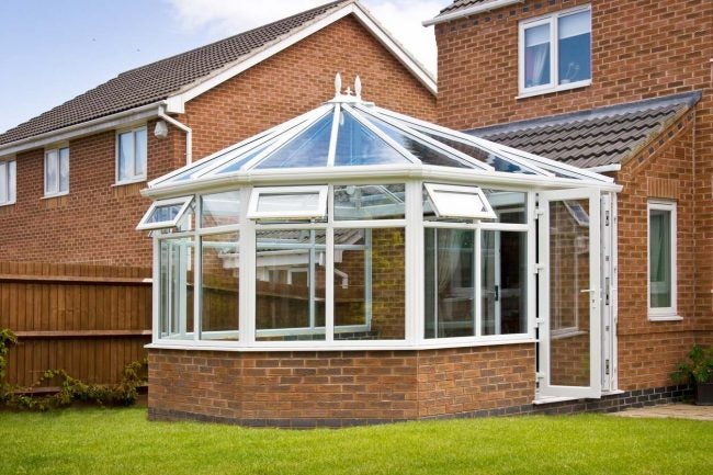 What Exactly is a Sunroom: Benefits and Challenges