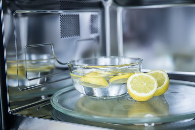 how to remove smells from microwave with lemon