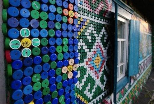 Bottle Caps DIY - Exterior Close-up