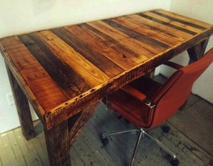 Diy-pallet-desk
