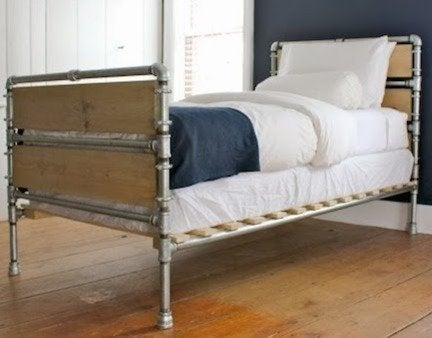Pipe wood slats bed