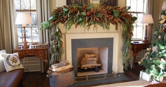 Freshgreeneryholiday decorated mantel aldovega