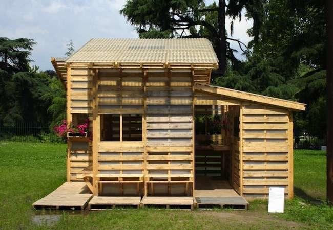 Wood pallet projects 15 easy diy ideas bob vila for Casa meubles de jardin