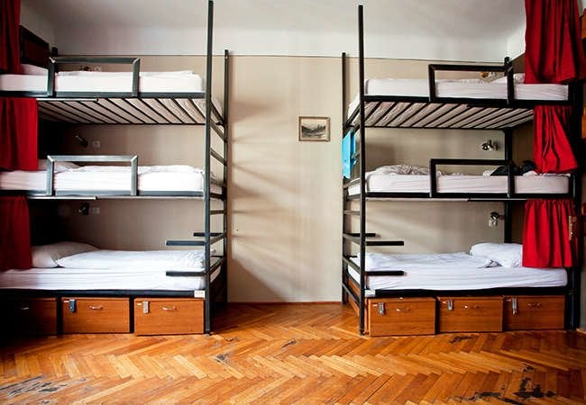 Dorm storage ideas a hacks for the best room on campus for Hostel room interior design ideas