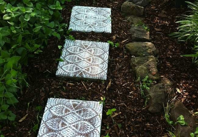 7 Thrifty Designs for a DIY Walkway