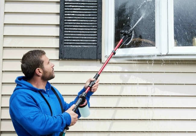 10 Handy Things You Can Do with a Hose Wand