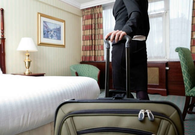 10 Essential Tips to Avoid Bed Bugs When Traveling